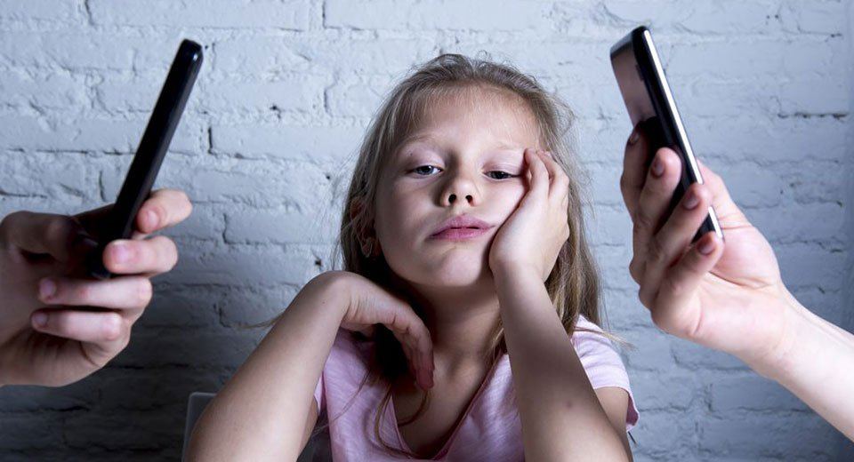 Put down your phone and help your toddler focus